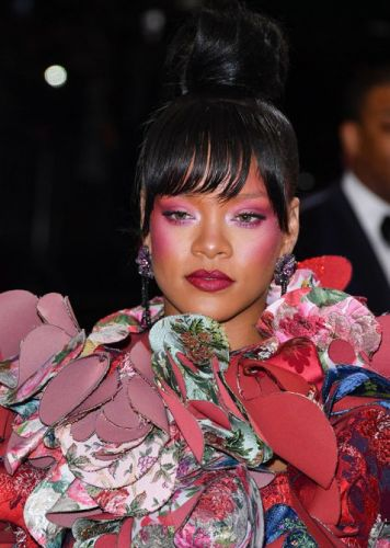 How Rihanna Blends Her Highlight, Blush, and Eyeshadow For Maximum Glow