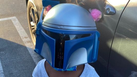 Let The Force Be With Her! Five-Year-Old Stunts In 'Star Wars' Mask On Shopping Trip