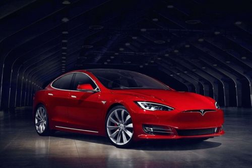Tesla Is Discontinuing the Cheapest Model S This Weekend