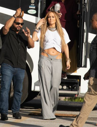 Jennifer Lopez Is Bringing Back The Noughties-Era Exposed Thong Trend