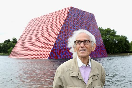 Christo, Artist Known for Monumental Site-Specific Installations, Dies at 84