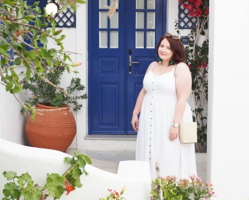 Why Everyone Needs A Simple White Summer Dress In Their Wardrobe