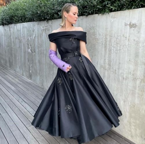 Sarah Paulson's custom Prada cast won the Golden Globes fashions