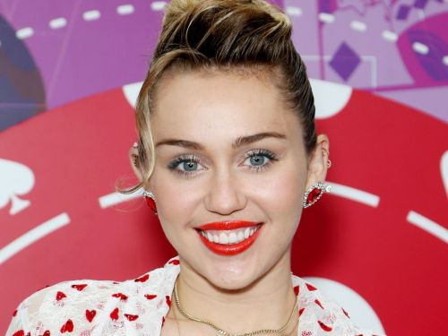Miley Cyrus Always Does These 5 Things - & No One Has Noticed