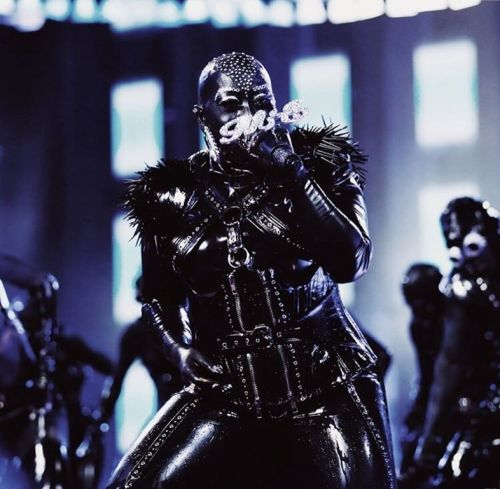 Watch Missy Elliott's amazing performance of 'She's a Bitch'