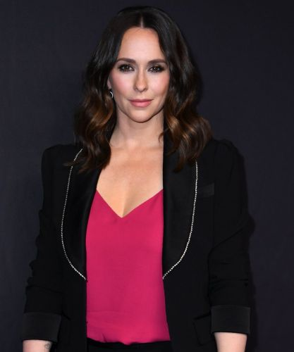Jennifer Love Hewitt Dyed Her Hair Pink In Quarantine - & She Looks So Different