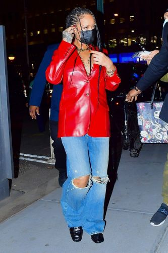 Rihanna Knows What to Wear to Make Baggy Jeans Look Chic