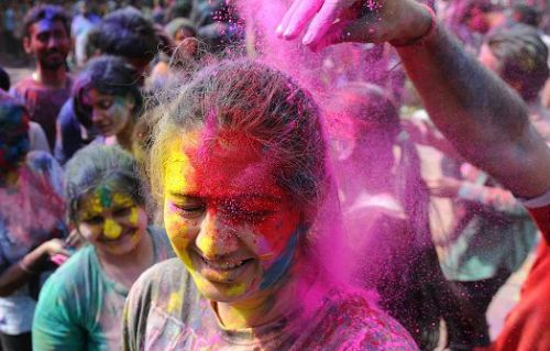 How to remove Holi colour from your face and hair