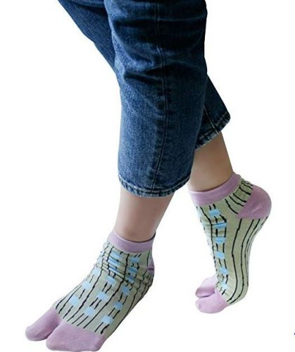 Flip Flop Socks Are A Thing For Those Who Refuse To Swap Out Their Wardrobe For Winter
