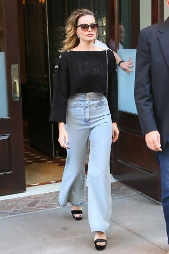 This Anti-Skinny Jean Trend Is Destined for Fame