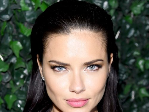 We Have Some Questions About Adriana Lima's Mascara Tip