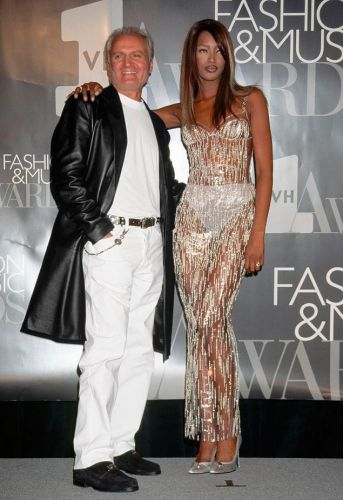 That time Naomi stepped off a runway to give Gianni Versace an award