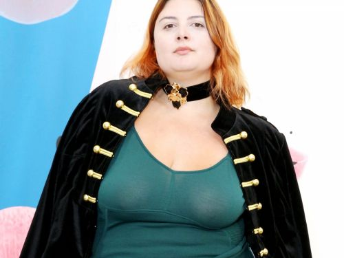 Plus-Size Model Manon Edwards Shows You Can Wear A Crop Top At Any Size
