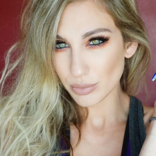 First Look Fridays Interview Series: Beauty Blogger & Vlogger Samantha March