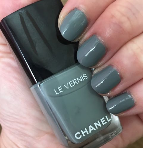 ManiMonday: Chanel Le Vernis in Washed Denim