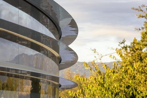 Apple Employees Keep Running Into the Spaceship's Glass Walls