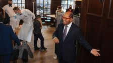 Wax Celebrity Statues Mingling With Guests At NYC Steakhouse