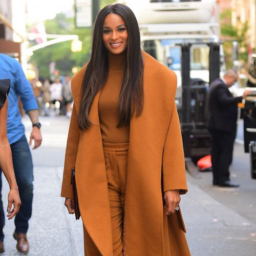 Celebrity Stylists Think These 3 Outfits Photograph Especially Well