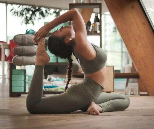 8 Essential Yoga Products for Work-from-home Mothers