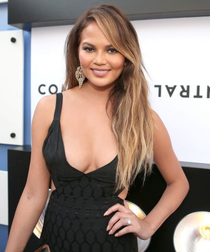 8 Celebs Who Chose To Remove Their Breast Implants