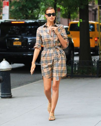10 Shoe Trends Celebrities Always Wear With Dresses
