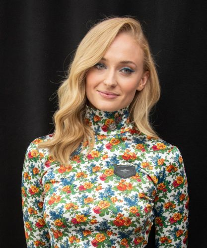 Sophie Turner's Oversized Blazer-Heels Look Hits On Two Of Spring's Biggest Trends
