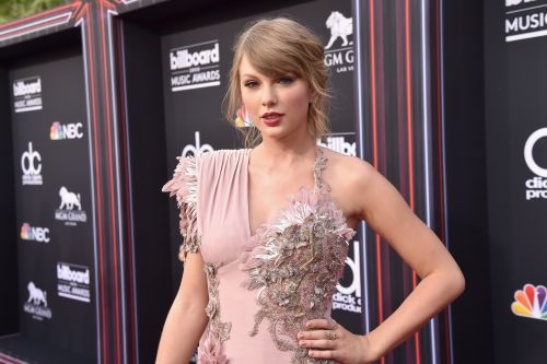 Taylor Swift Suffers a Major Wardrobe Malfunction at the Billboard Music Awards - Watch!